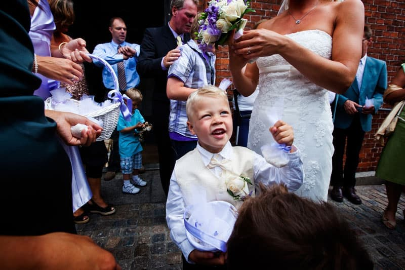 Bryllupsfotografering - Foran kirken