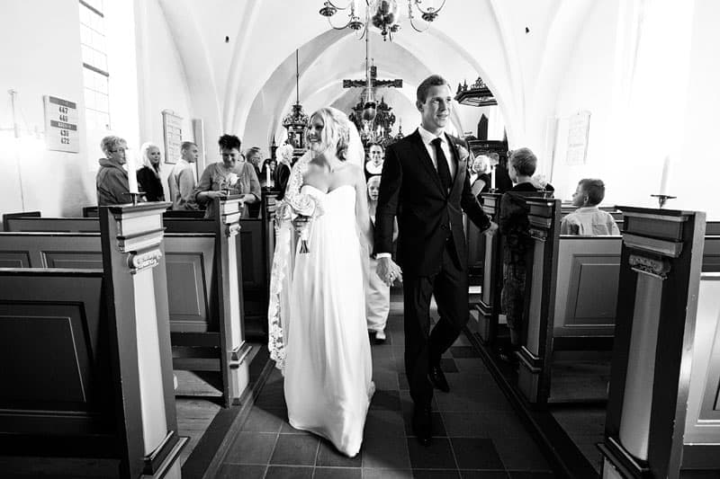 Sammen ned ad kirkegulvet - Bryllupsfotograf