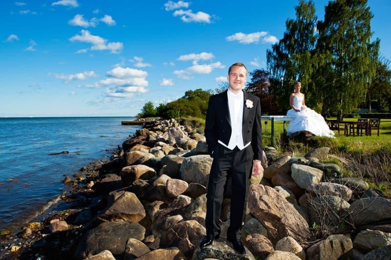 Fotograf bryllup – brudeparret ved vandet