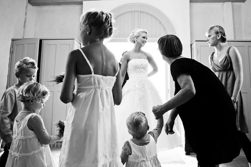 Bryllupsfotograf – brudepigerne gør sig klar