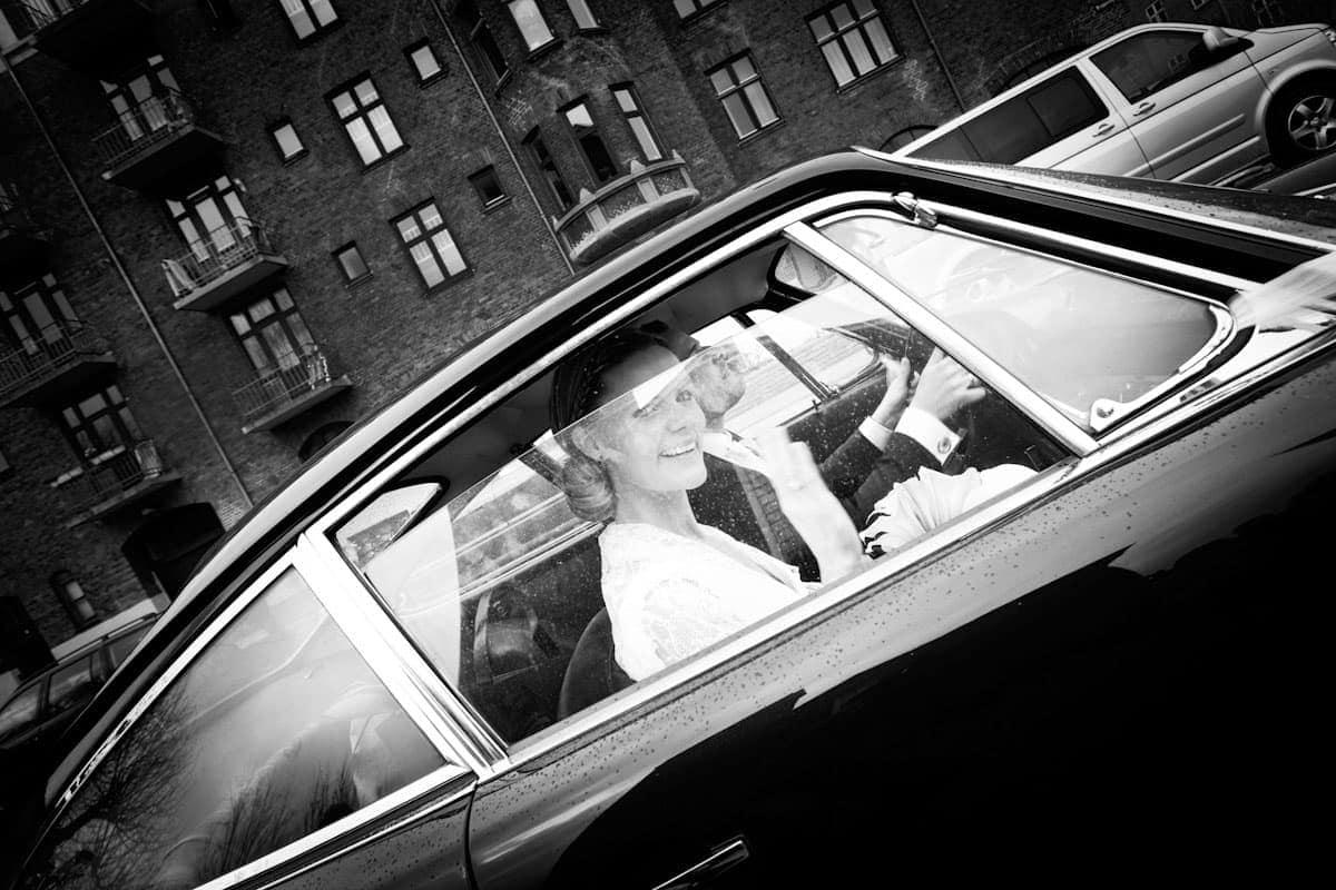 Bryllupsfotograf København – Brudeparret kører væk – del 2