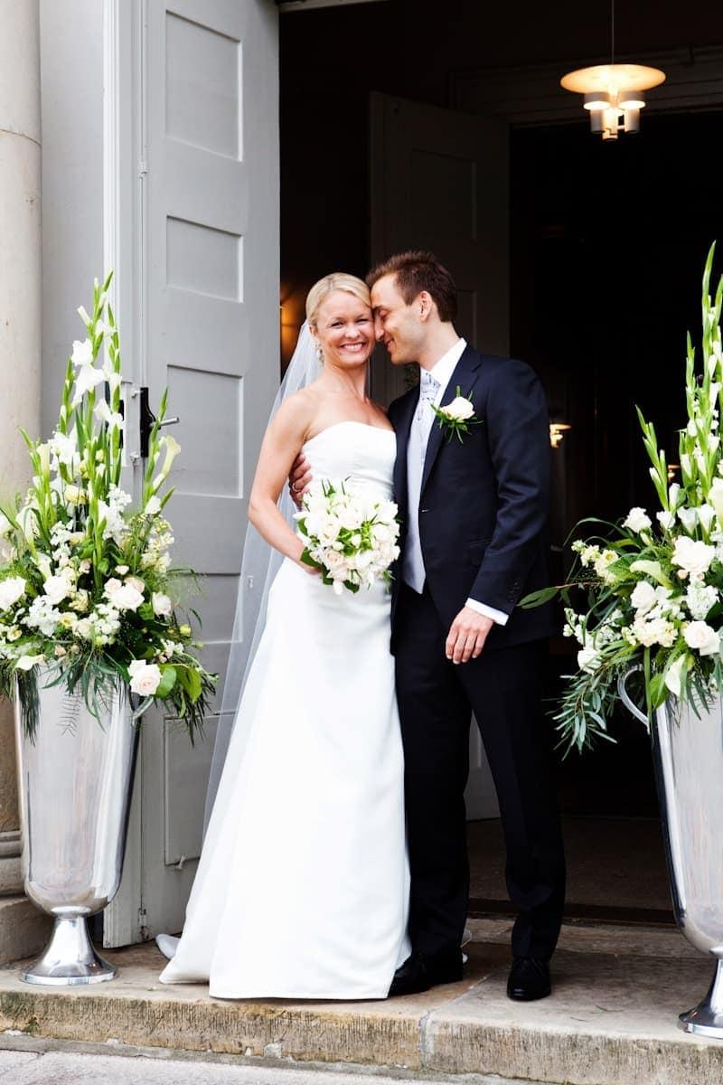 Foran kirken – Bryllup Hørsholm Kirke