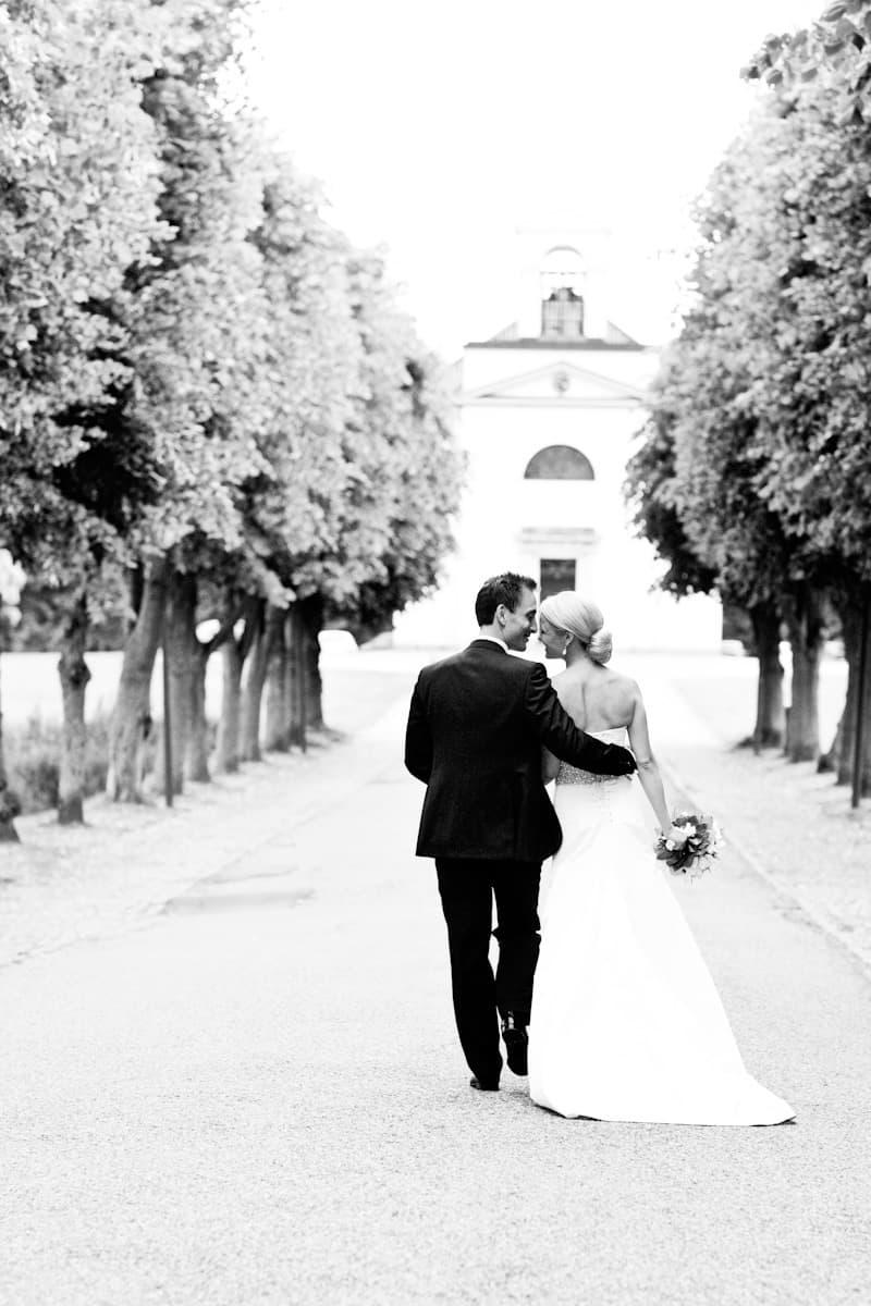 Bryllup fotograf - Foran Hørsholm Kirke - del 1