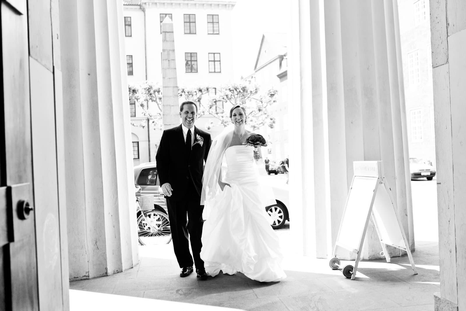 Bruden ankommer – vielse i Vor Frue Kirke