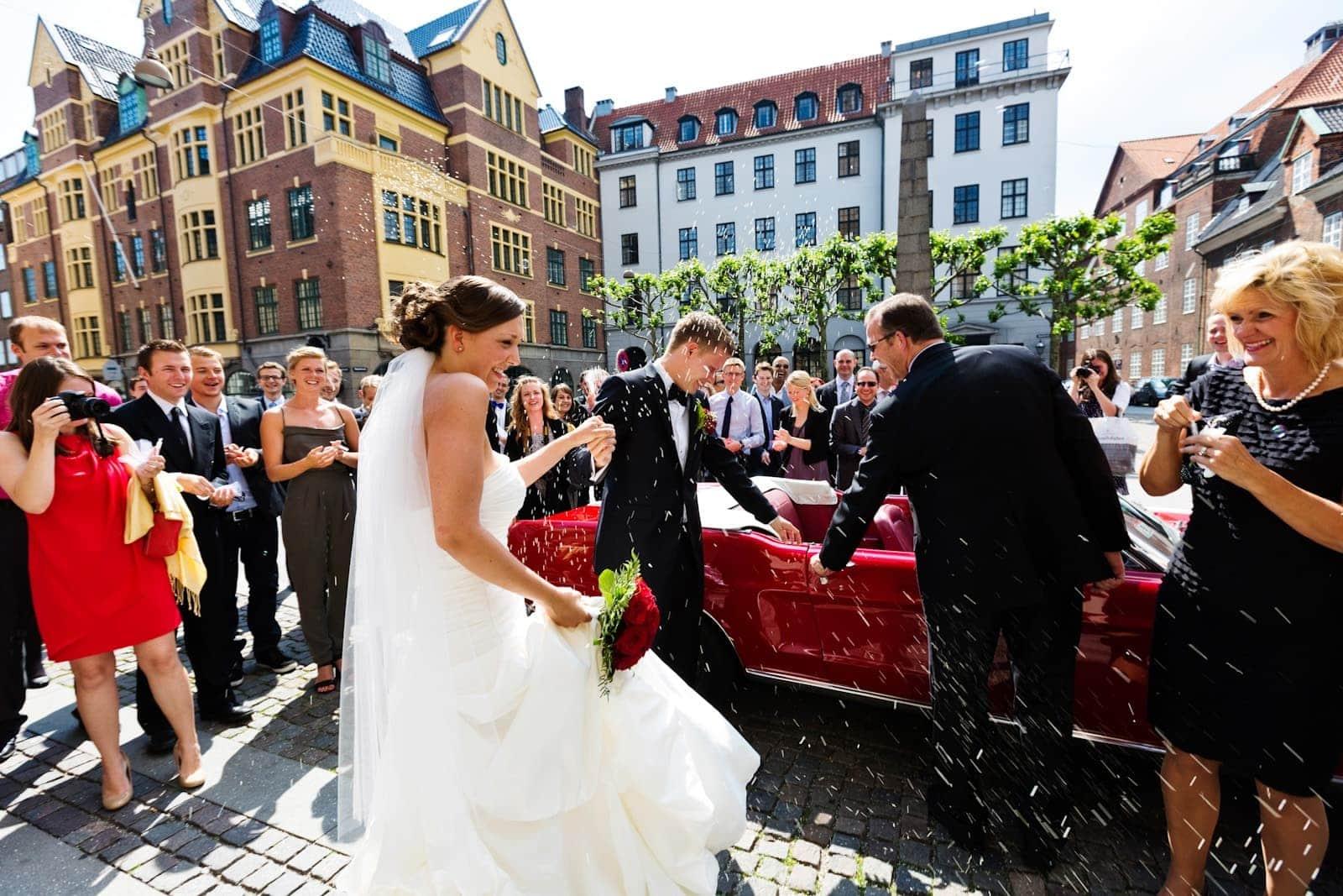 Risning af brudeparret – vielse i Vor Frue Kirke