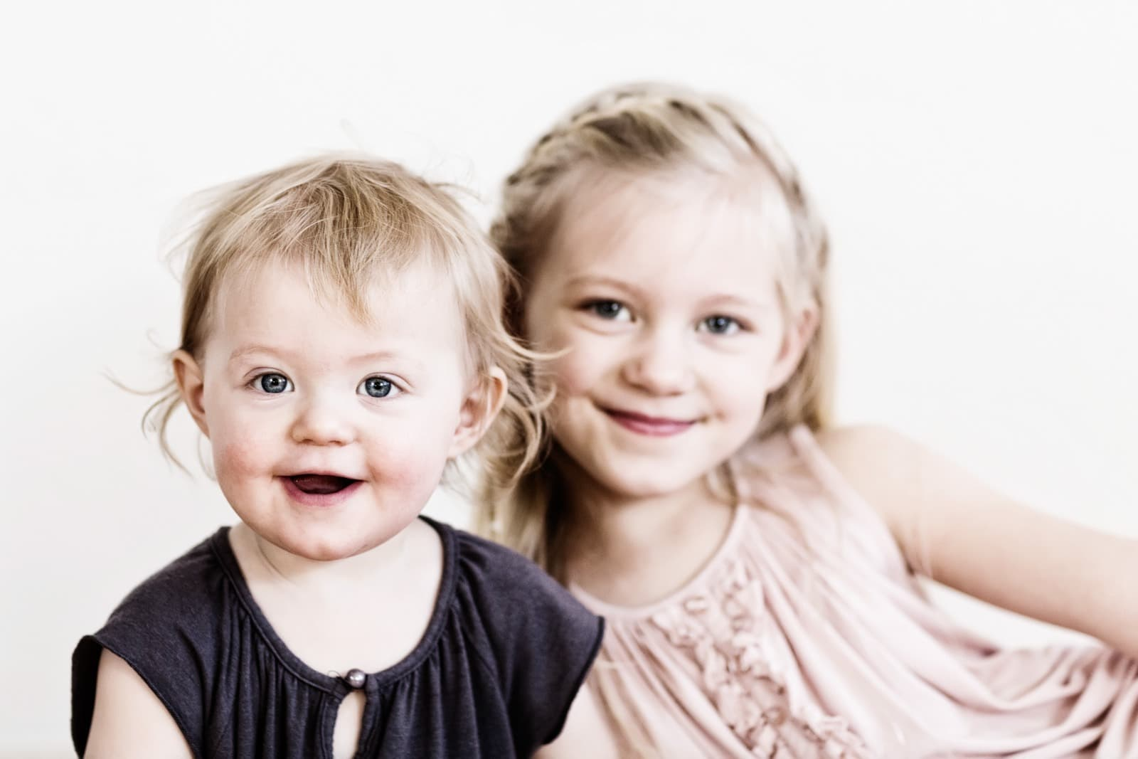 Søskendeportræt – 2 piger