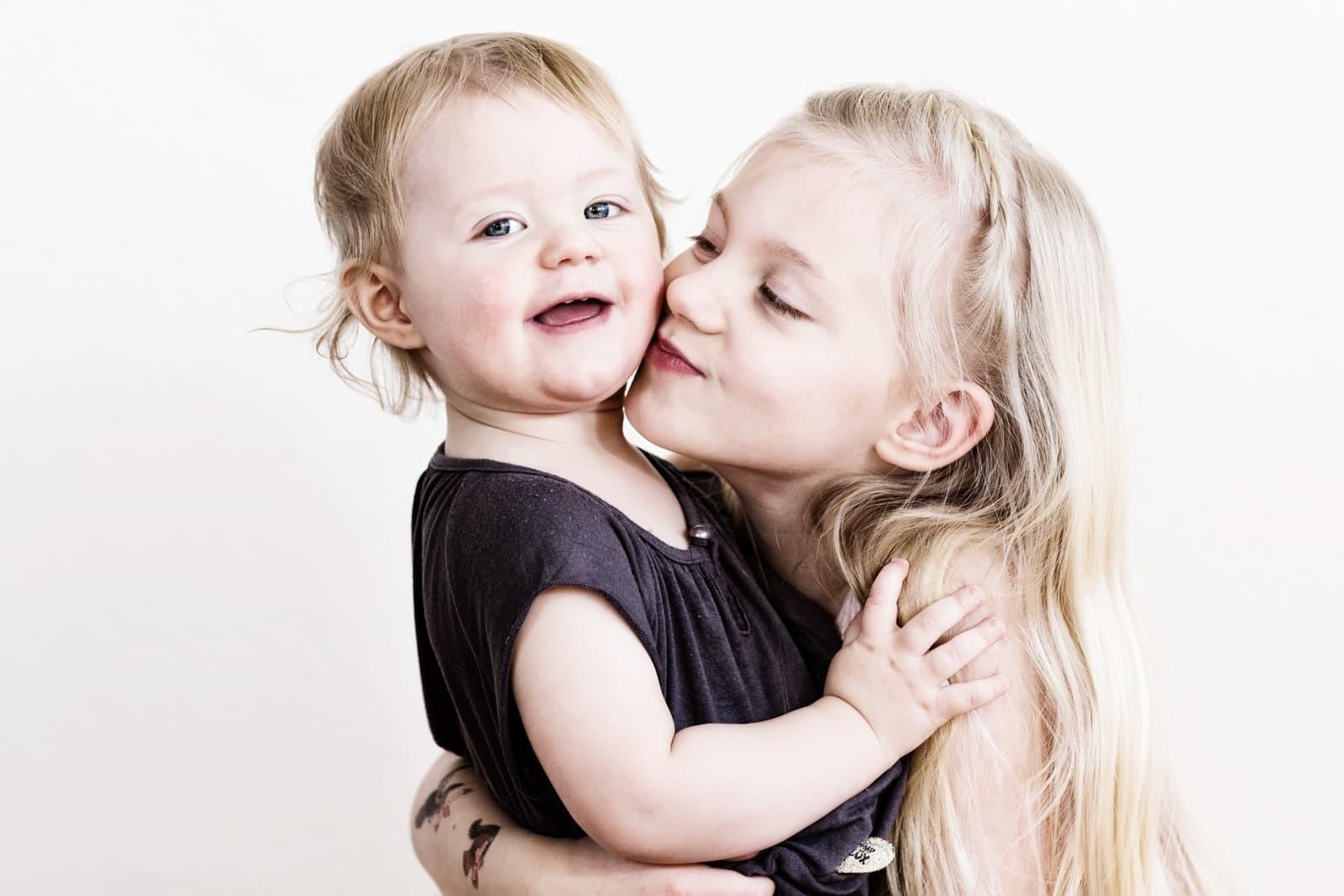 2 piger - søskendebillede