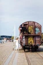 Brudepar på togvogn – Islandsbrygge