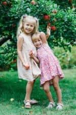 Billede af børn i haven, Lyngby