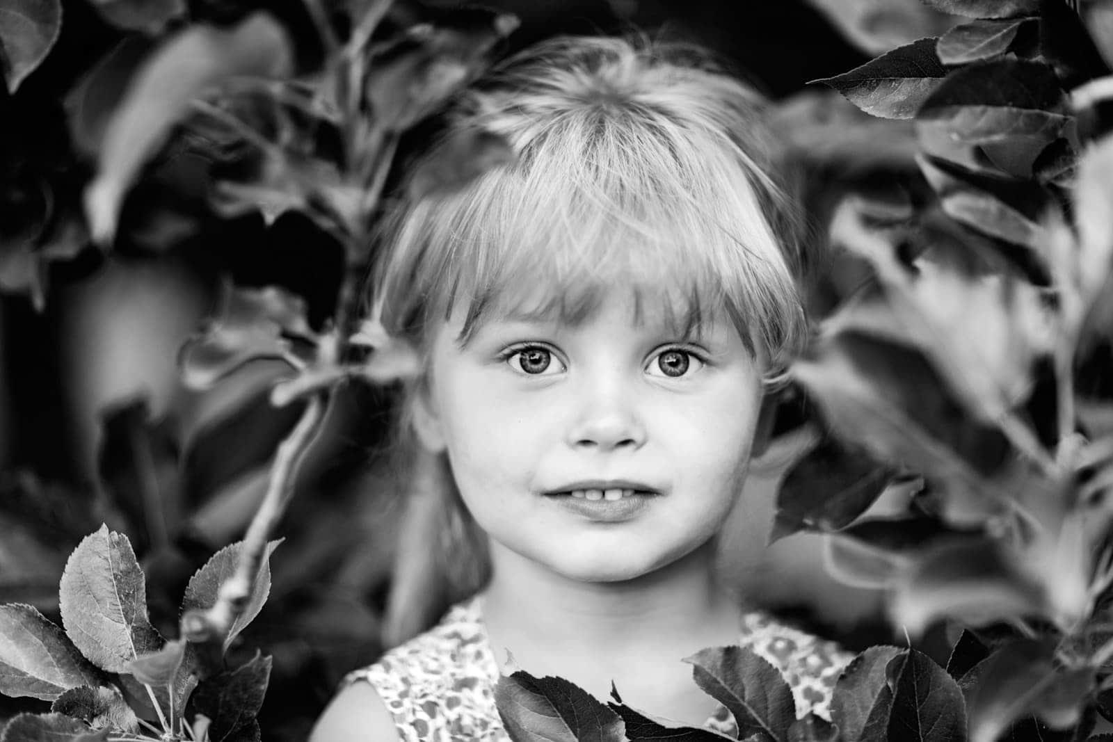 Billede af børn i haven