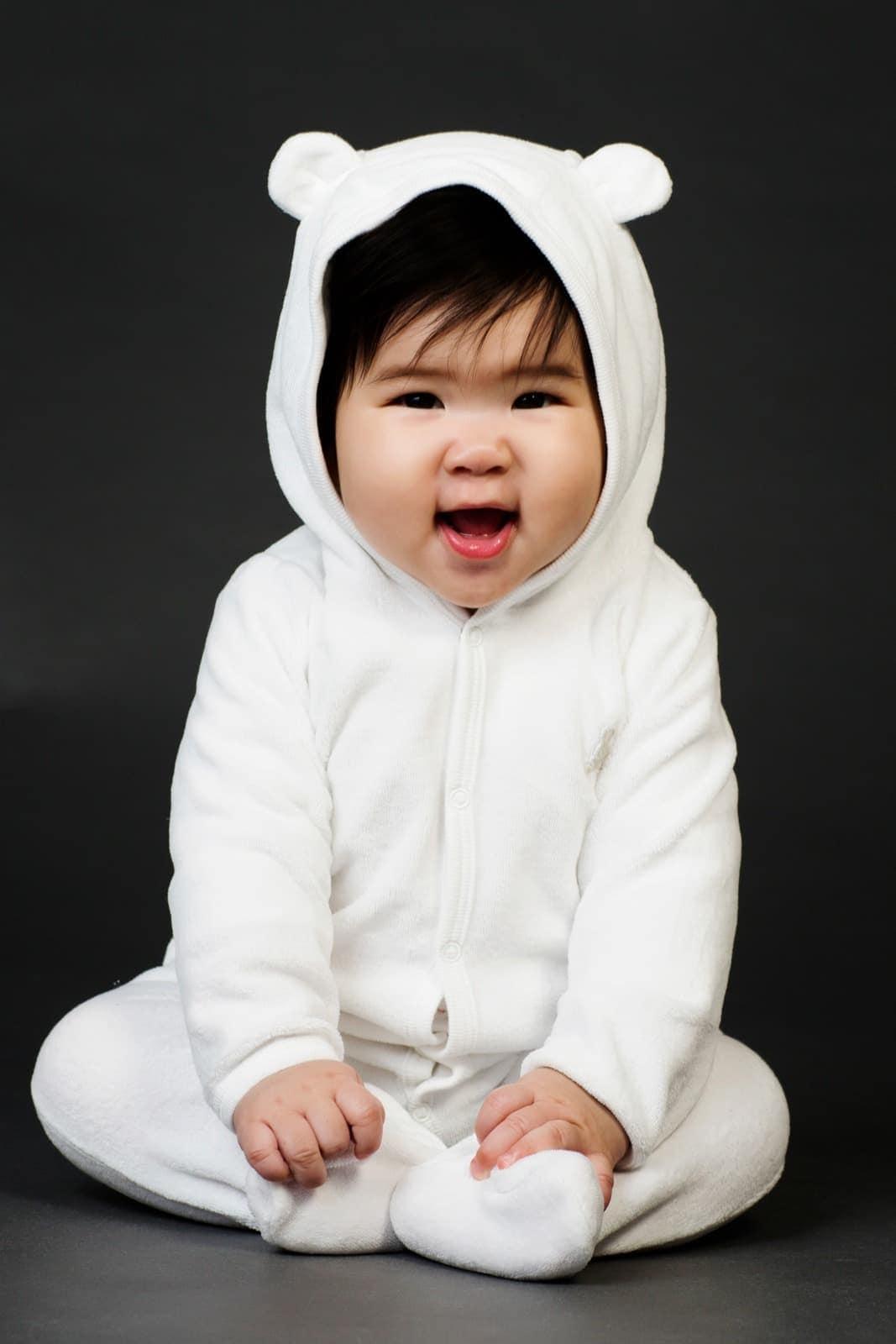 Baby i heldragt